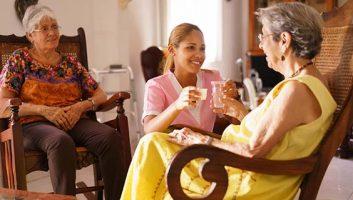 احترام به سالمند در خانه سالمندان