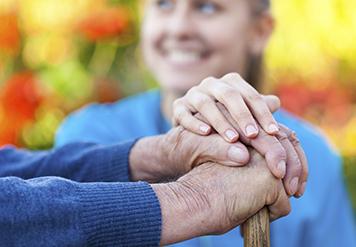 آسایشگاه سالمندان چطور می تواند به شما کمک کند؟